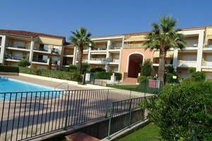 location-antibes-residence-securisee-piscine-au-calme-2-pieces-en
